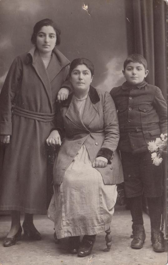 Վարդանուշը և եղբայրը՝ Վարդգեսը