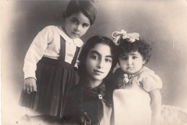 1940. Բիւրակնը քեռու դստրերի՝ Նունիկի և Մինուշի հետ