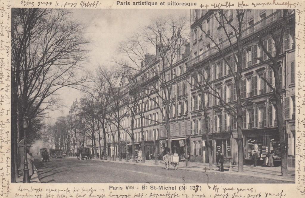 Փարիզում ցույց է տալիս իր բնակարանը