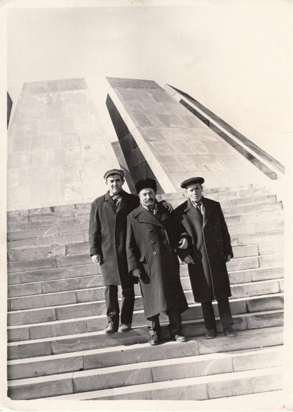 Գերության ընկերներով. Ռաֆայել Իշխանյան, Տիգրան Խաթլամաջյան, Ներսիկ(ազգանունը չեմ հիշում)